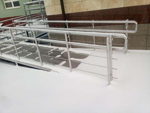 Антиобледенение пандуса, заездов и ступеней на улице
